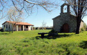 Igrexa e necrópole de Medeiros, en Monterrei