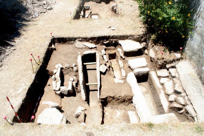 Sarcófagos xermánicos atopados en Medeiros ( Monterrei) / Uvigo