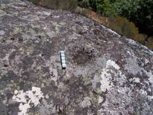 Insculturas atopadas en Pena do Oso, en Cervantes, a máis de 1.160 metros / Colectivo Patrimonio dos Ancares