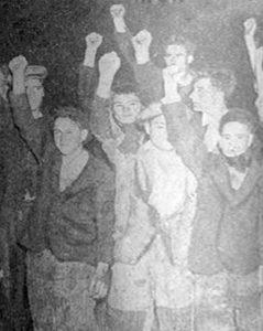 Fuxidos no Monte Pindo, fotografados á súa chegada a Bristol tras fuxir por mar no As