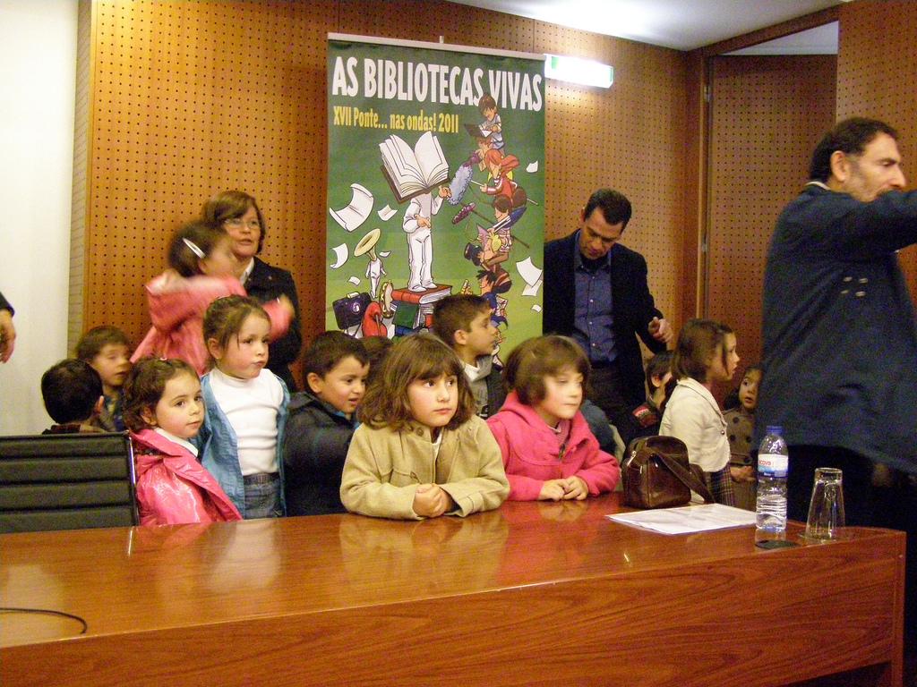 Nenos participante nun proxecto de recollida oral de Ponte nas Ondas / flickr Ponte nas Ondas