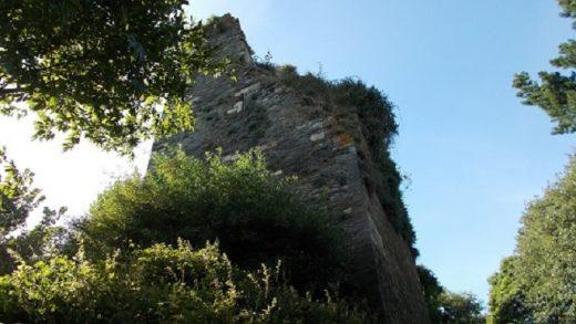 A torre de Caldaloba en Cospeito cada día máis preto de caer