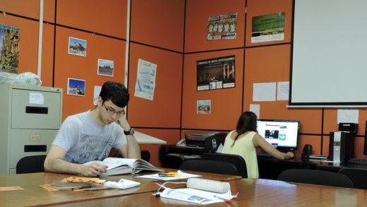 Como é estudar Historia en Galicia sen acudir á facultade