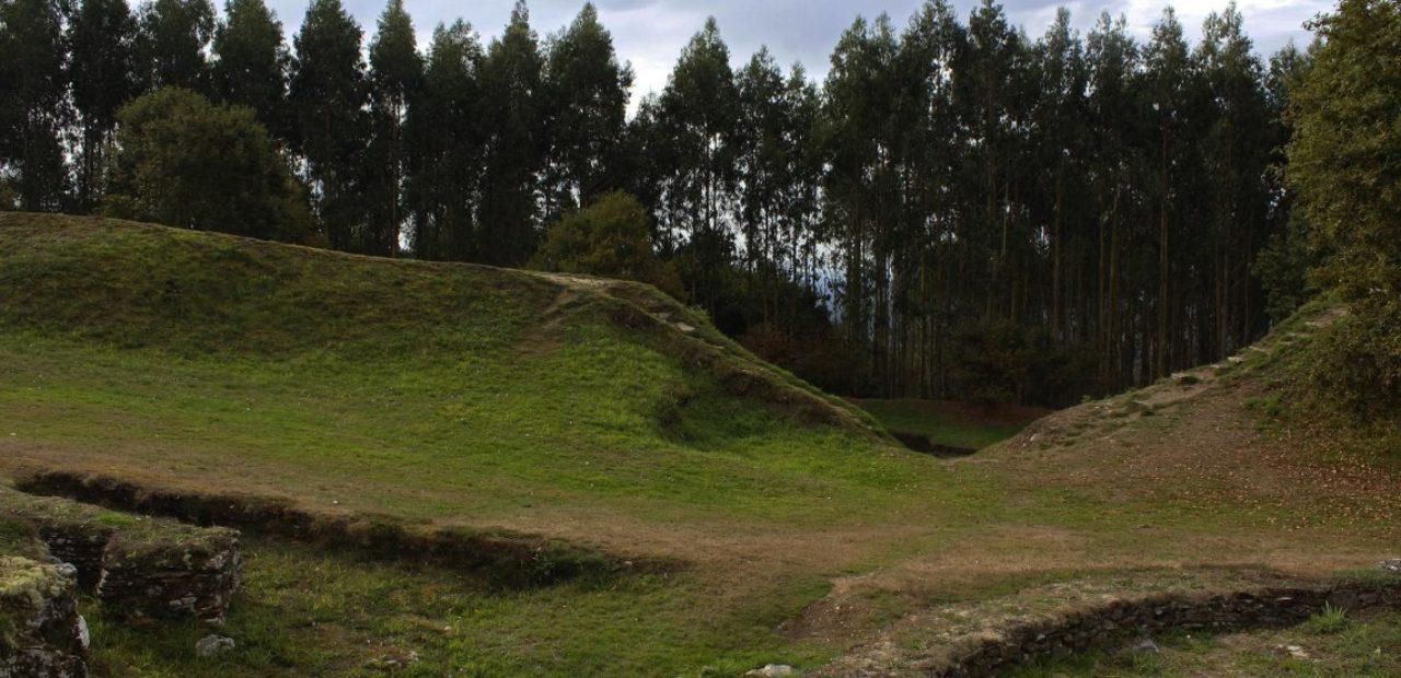 O castro de Viladonga rodeado de eucaliptos / Arte, cultura y viajes - WordPress.com