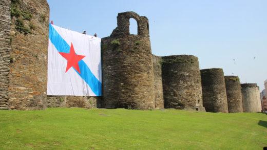 Hai algún perigo en colocar unha gran bandeira nacionalista na Muralla de Lugo?