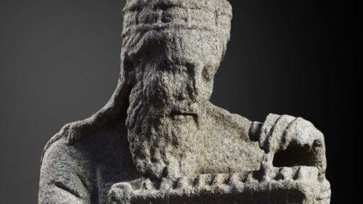 A loita xudicial de Santiago contra os Franco polas esculturas do Mestre Mateo arrinca en outubro
