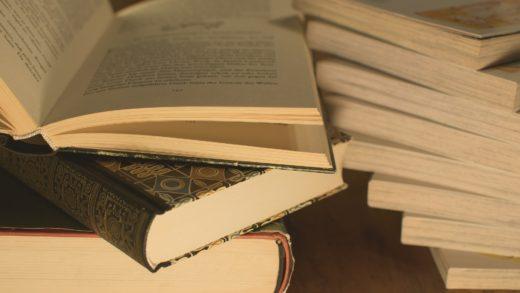 Un particular doa 7.000 libros ó Concello  de Viana