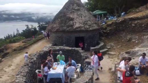 Está ben que se usen as casas do Castro de Santa Tegra como merendeiros?