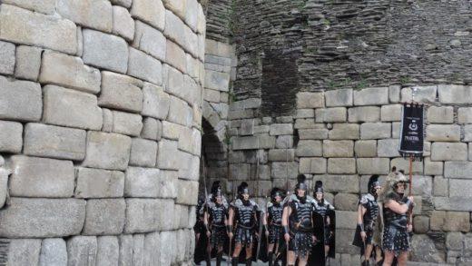 Garda Pretoriana saíndo pola muralla de Lugo