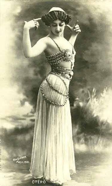 La Bella Otero caracterizada como balidadora