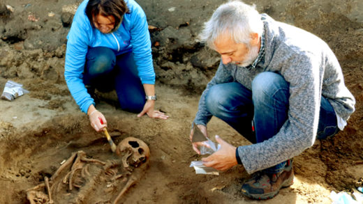Esqueleto dunha moza, Cornelia, atopado na Lanzada,  que podería ser do século I D.C. / DEPO