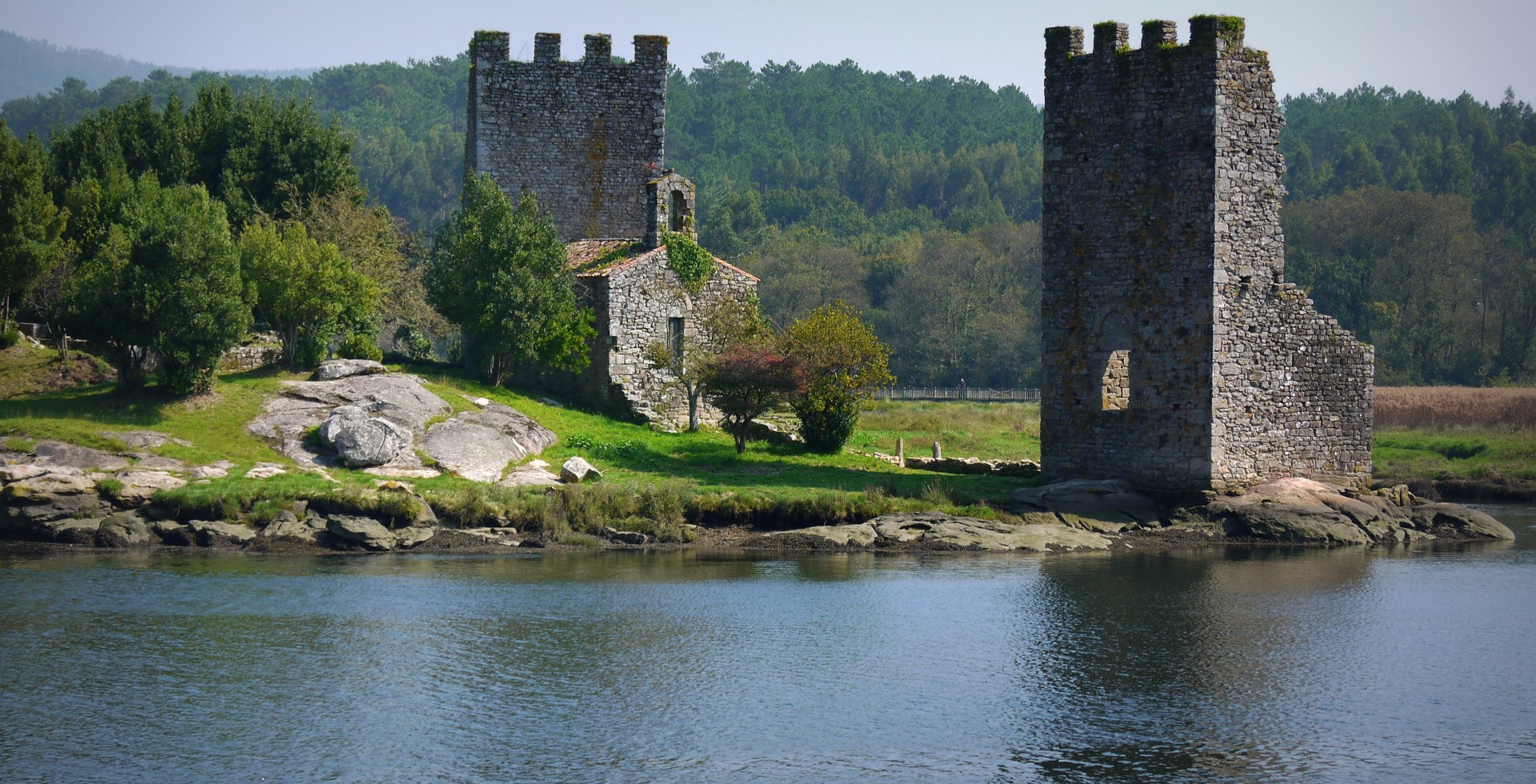 Torres do Oeste, em Catoira, onde segundo alguns autores teve lugar a batalha na que Crescónio derrotou Ulf, O Galego / pinterest.es